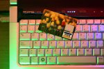 karta kredytowa na klawiaturze